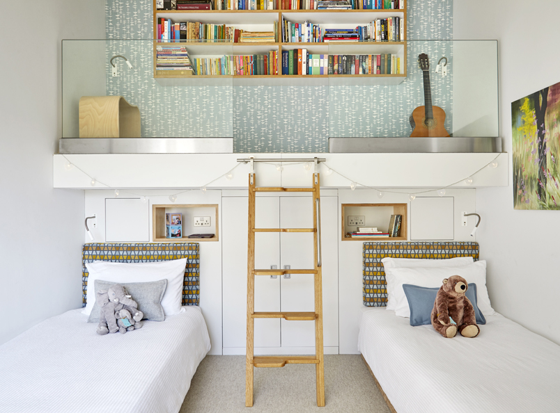 Taplow bedroom oak ladder<br />